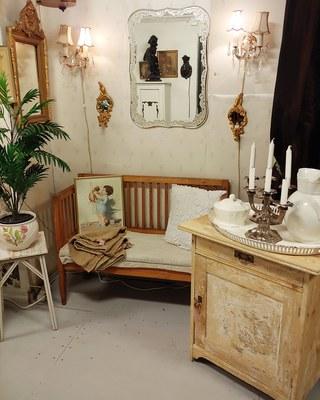 En bild från Montebello Möbler. Klicka för mer information om loppisen. d6b0b4b427eef